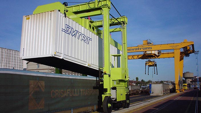Isoloader Transporter High Performance Straddle Carrier for container handling in rail terminals