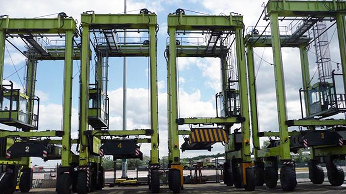 Isoloader Transporter High Performance Straddle Carrier for container handling in small ports